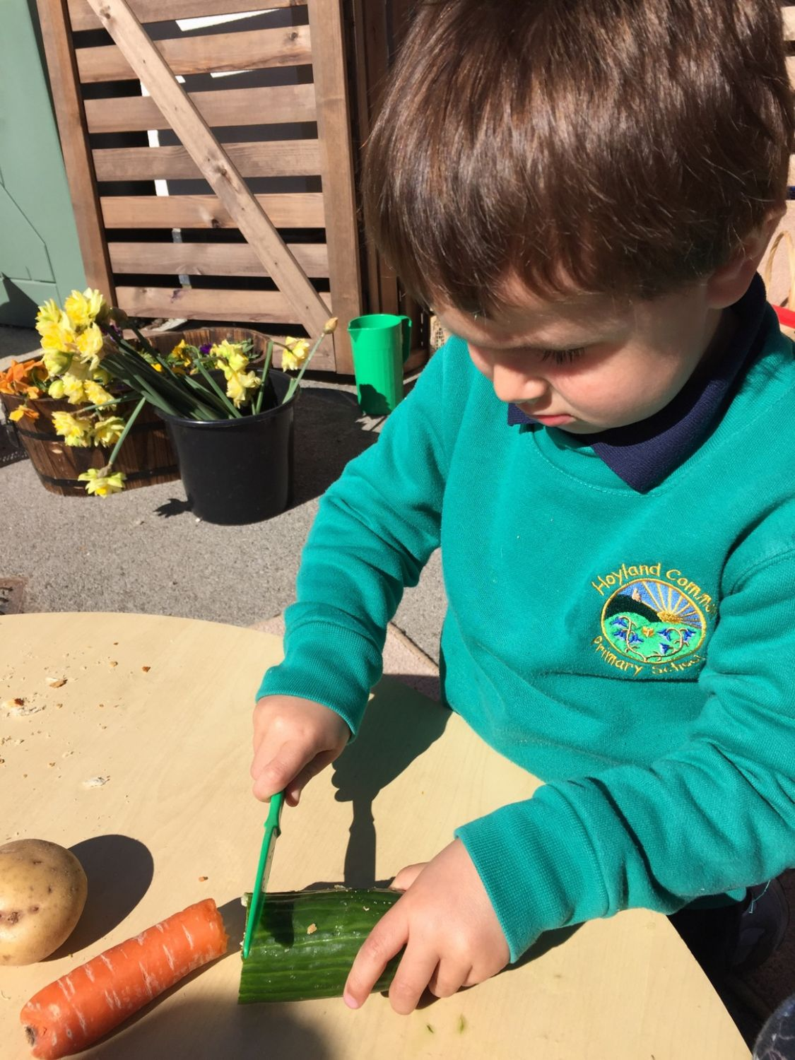 Mud and mixing in FS1 | Hoyland Common Primary School BlogSite