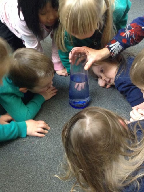 We added lemonade to a glas containing some raisins. We loved watching the raisins dance around.